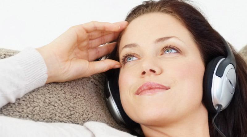 Слушане на музика