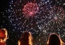 Австралийците празнуват на плажа, шотландците се маскират като коминочистачи