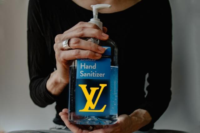 Корпорация LVMH започна производството на антисептици